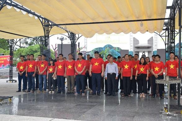 Lãnh đạo và cán bộ nhân viên Tập đoàn tri ân, dâng hương tưởng niệm các anh hùng liệt sĩ tại Nghĩa trang Trường Sơn