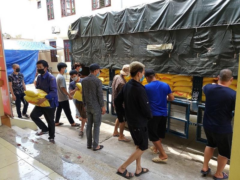 PPC An Thịnh Đà Nẵng ủng hộ công nhân trong khu cách ly tại xã Vân Trung, Bắc Giang.